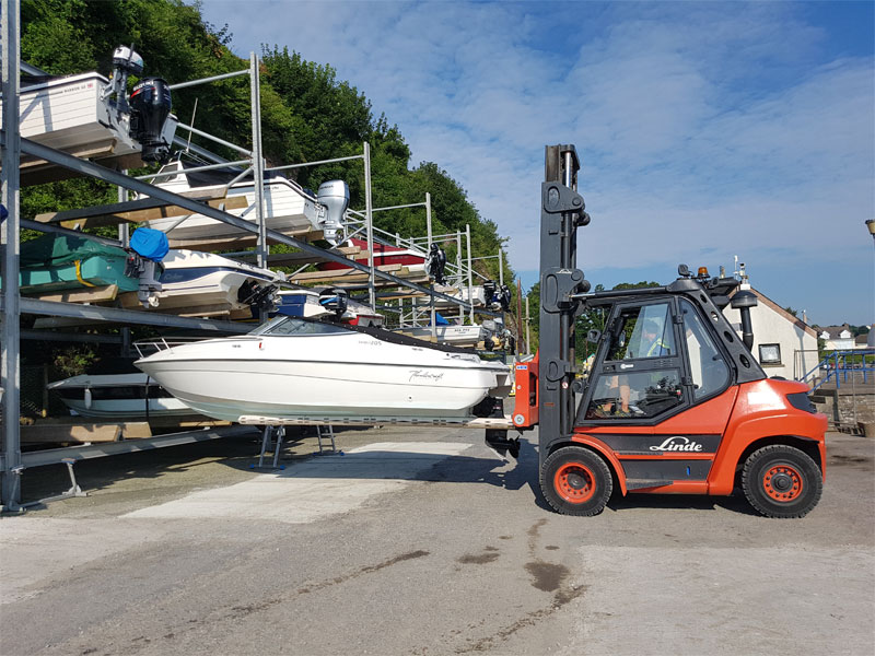 Dry Boat Racking - Lifting a boat at Saundersfoot Harbour